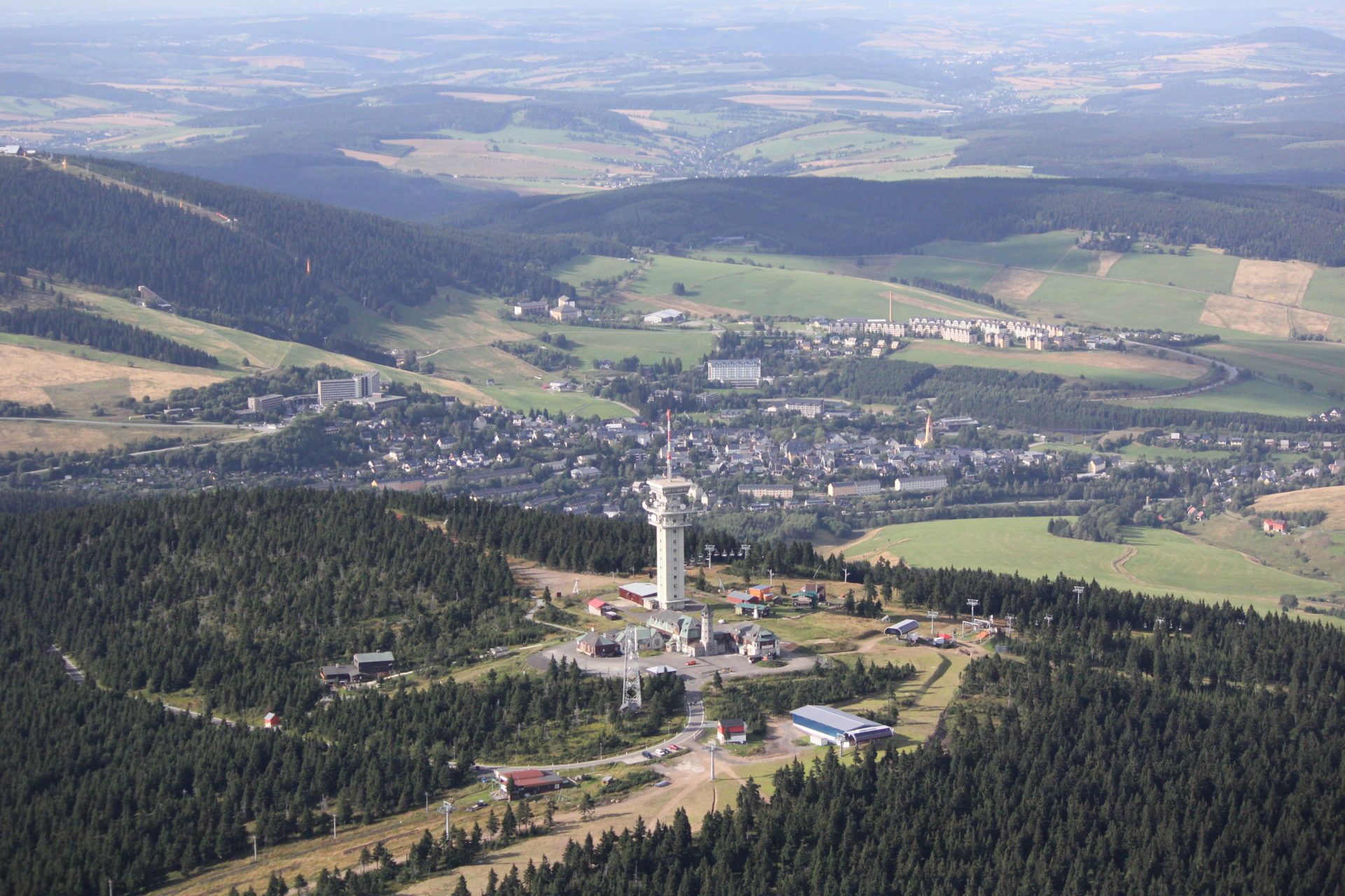 Klinovec, im Hintergrund Oberwiesenthal